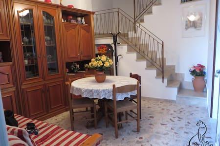 A Casa da Piera - Monforte San Giorgio - 独立屋