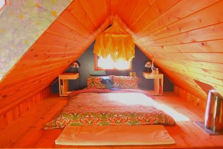 Eagles Nest Retreat Cabin - Private - Galiano Island - Kisház
