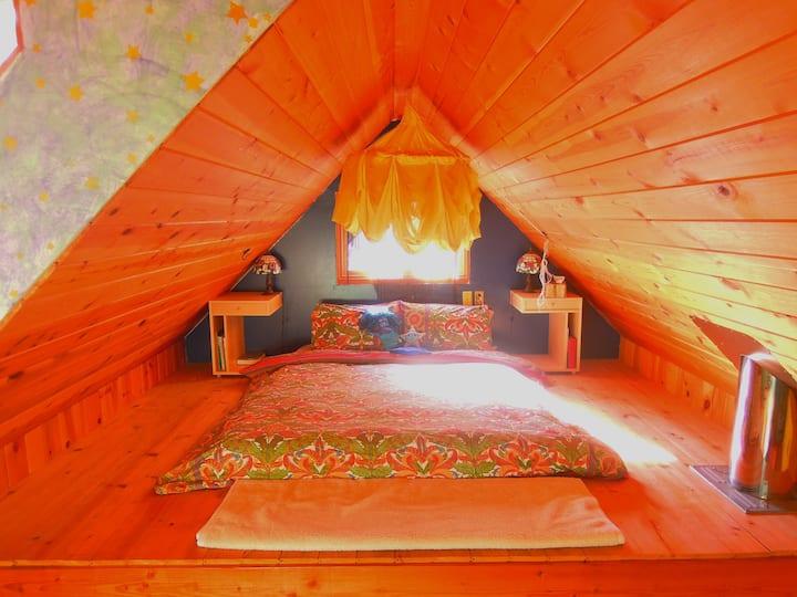 Galiano Island Eagles Nest Retreat Cabin - Private