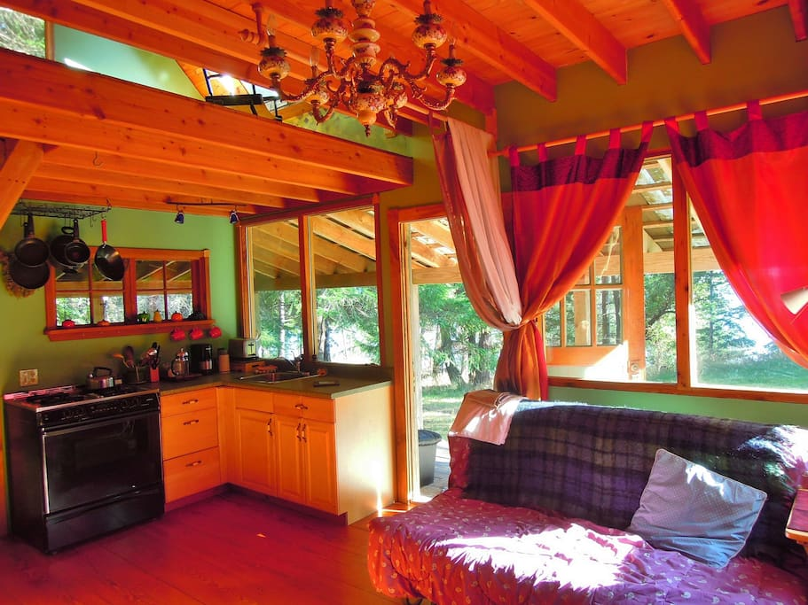 Totally private, propane ,magic chef stove,fresh air,ocean,forest