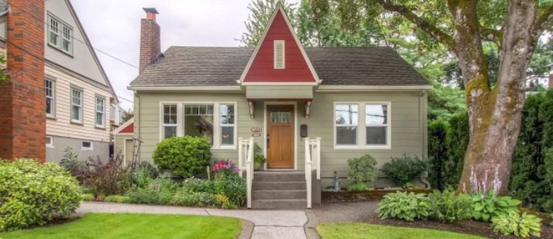 Cozy Bungalow in Multnomah Village