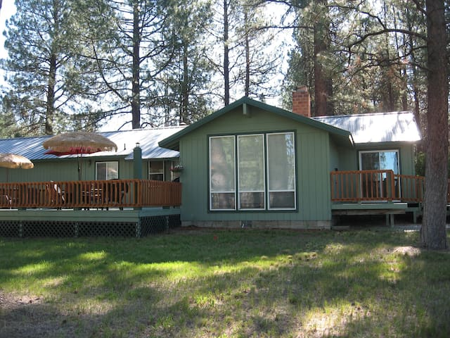 Cozy in the Pines Ranch /CraterLake - Chiloquin - Hus
