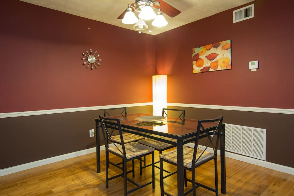Sparkling dining room with 4 seats