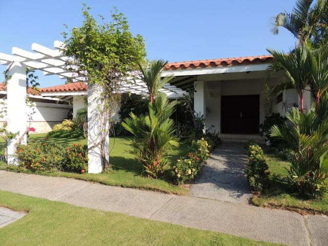 Hermosa y cómoda casa de playa - San Carlos - Rumah