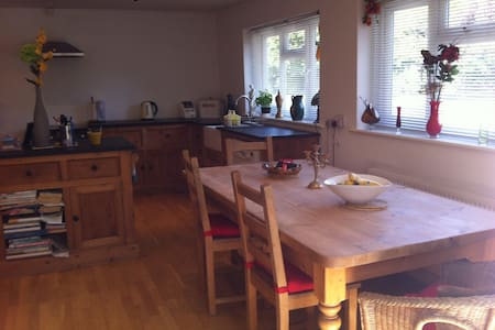 3 bed family home in private road - Hassocks - Bungalow