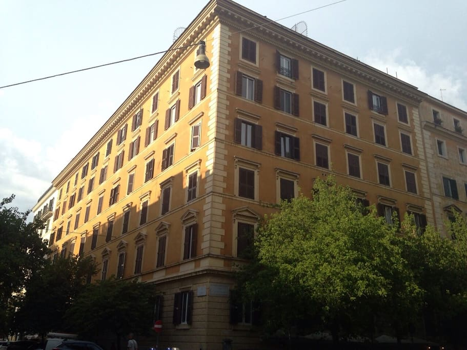 Palazzo storico del 1920 1920 historical building