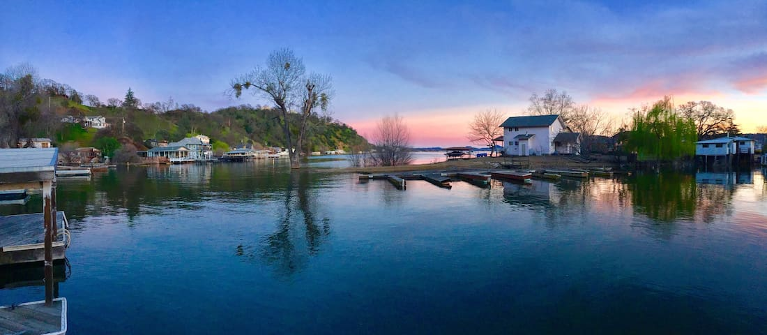 True Fun Waterfront VACATION home! - Clearlake - House