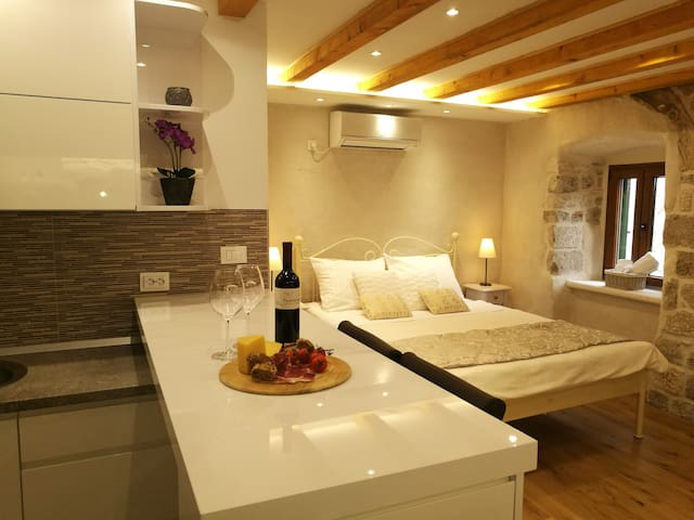 Romantic Old Town Residence