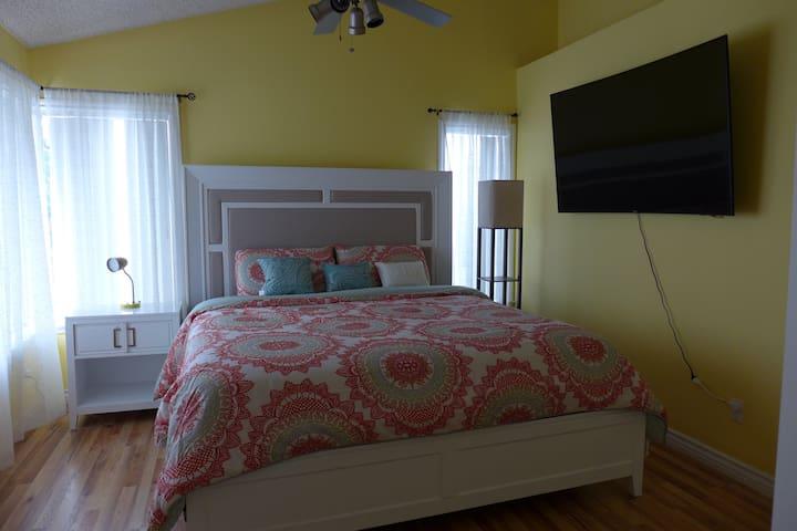 带独立卫生间的主人房,拥有60寸智能电视 - Rancho Cucamonga - Casa