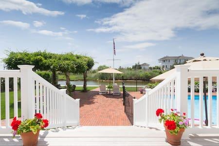 Idyllic Bayside Hampton Getaway Suite - Westhampton