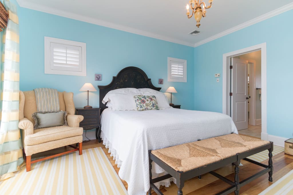 """Elegant 2nd floor waterfront suite with comfy queen bed, large en suite private bath and walk-in closet / dressing room. """"I felt like I was staying at a luxury hotel."""""""