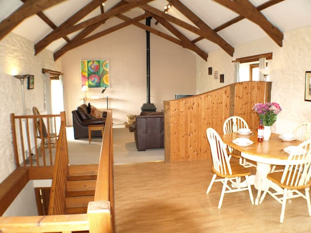 Lovely Barn Conversion with Animals & Pool nr Sea