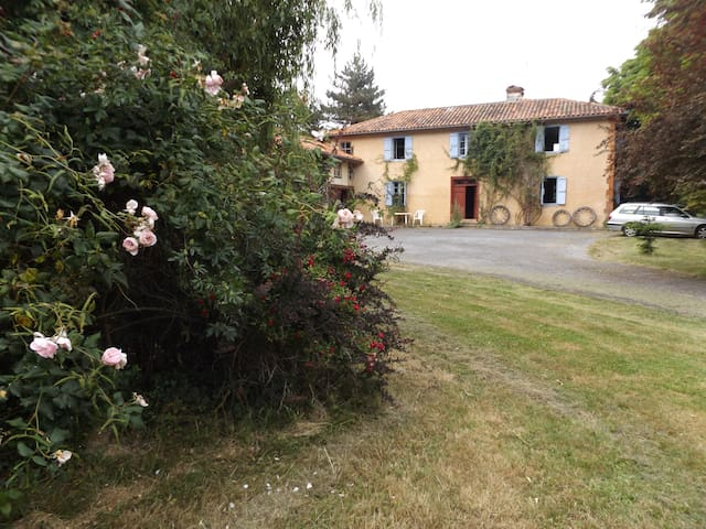Secluded farmhouse with pool - Arrondissement of Mirande - Rumah