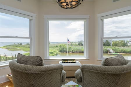 Spectacular Waterfront Views In A Multi-Room Suite - 西安普敦(Westhampton)
