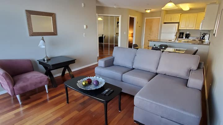 CLEAN, Bright, 5 mins from West Edmonton Mall