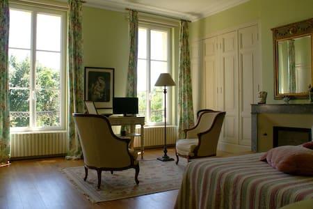 CHÂTEAU DE GRENIER - Chambre d'Hôtes double - Saint-Léger - Bed & Breakfast