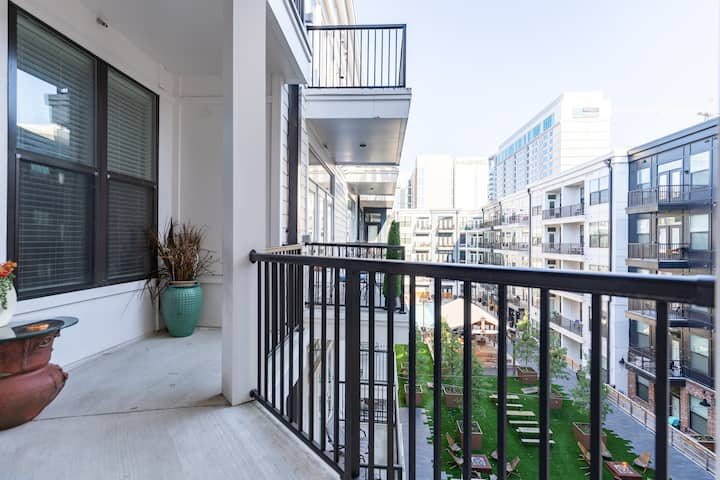 Luxurious 2 Bedroom 2 Bath Apartment on 5th Ave S