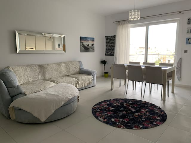 Charming room near Airport Malta 7 minutes walk