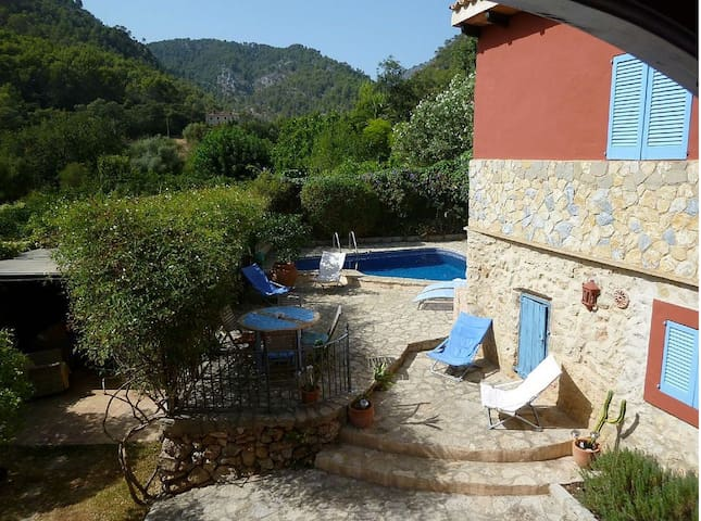 Spacious village house with garden, pool and views - Alaró - House