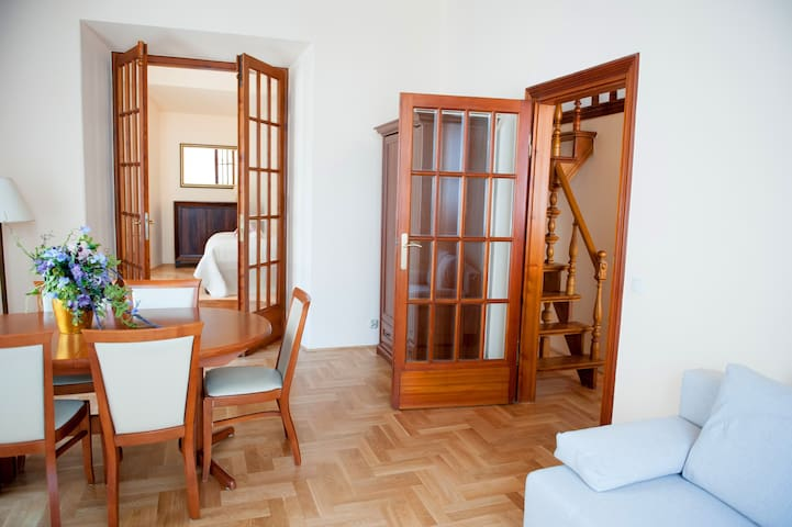 "#B3 ""BALCONY"" Beautiful apartment in Old Town"