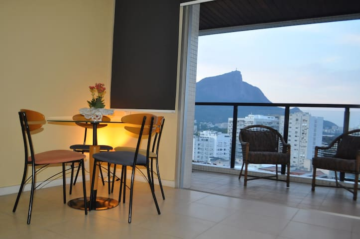 Excellent Apartment at Leblon!