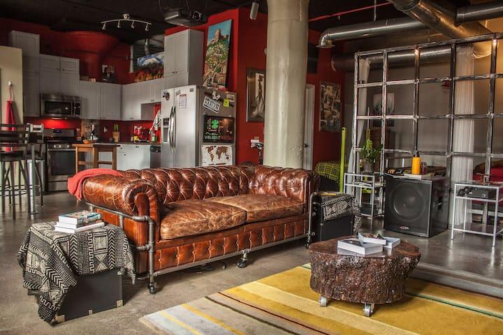 Exclusive Downtown Art Deco Loft, Sleeps 4 (RBG) - Atlanta - Loft