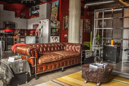 Exclusive Downtown Art Deco Loft, Sleeps 4 (RBG) - Atlanta - Loft