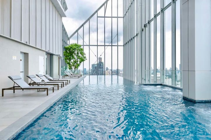 Top Luxury Condo at City Center,Sky Infinity Pool