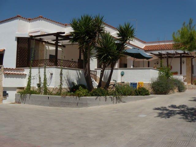 SALENTO - VILLA con ACCESSO DIRETTO AL MARE - Marina di Pulsano - Apartamento