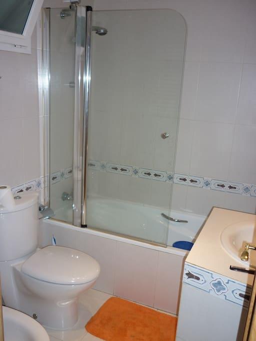 Baño 1. Compartido conmigo.