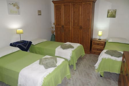 TRIPLE ROOM WITH PRIVATE SHOWER ROOM - San Gwann