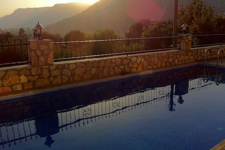 Neue Villa mit Pool - Ula - Rumah