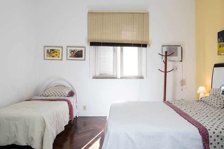 BDR 2- 1 cama queem + bicama