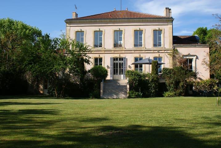 CHATEAU DE GRENIER - Suite familiale - Saint-Léger - Bed & Breakfast
