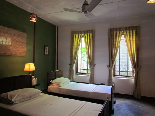Aigburth Villa - Twin Room - Suriyakanda