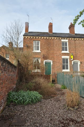 Small house close to town centre and river walk - Shrewsbury