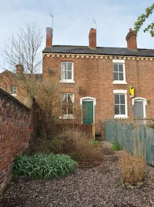 Small house close to town centre and river walk - Shrewsbury - House