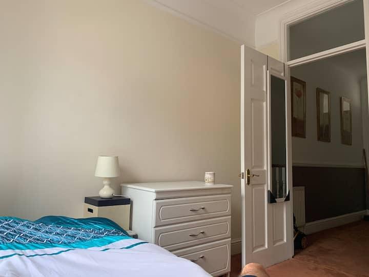 Lovely single room.