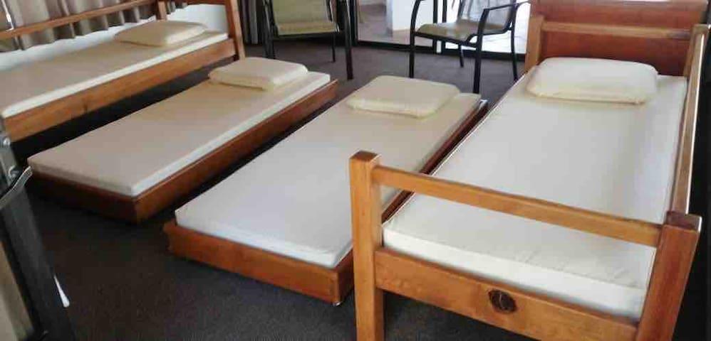 TV and 4 kids Room. Habitación para 4 niños con TV por cable