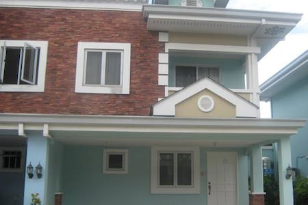 3BR Fully Furnished Townhouse near Robinsons Mall - Cebú