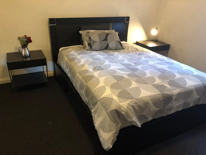Queen Bed Room near Central, Glebe, and Broadway