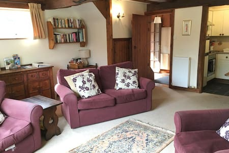 Coopers Cottage 4* barn conversion. Friday Booking