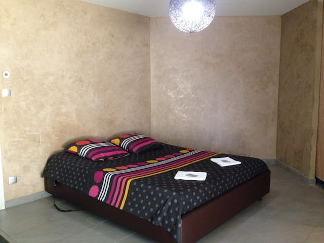 Chamb douche privée+déj+garage+WIFI - 54290