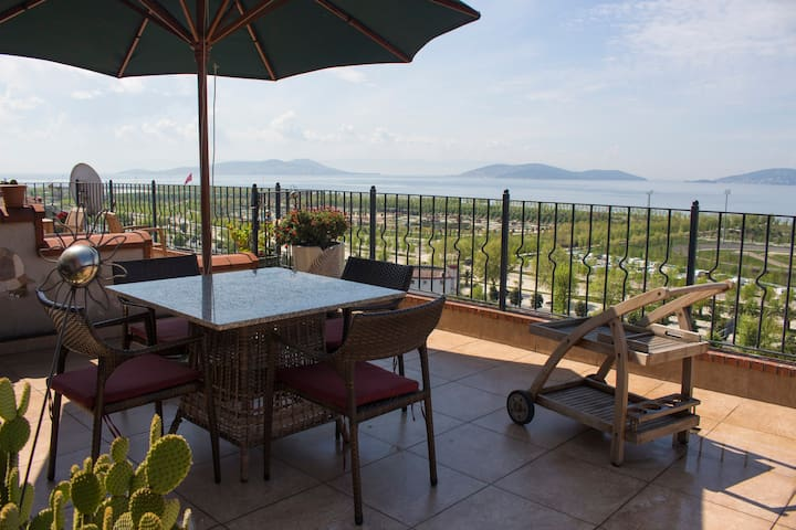 Terrace + Prince's Islands & Sea View /Duplex Loft