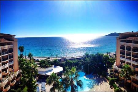 Vue mer magnifique dernier etage - Cannes