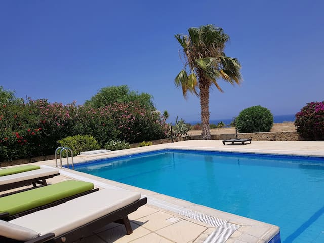 3 bedroom villa with pool near sandy turtle beach