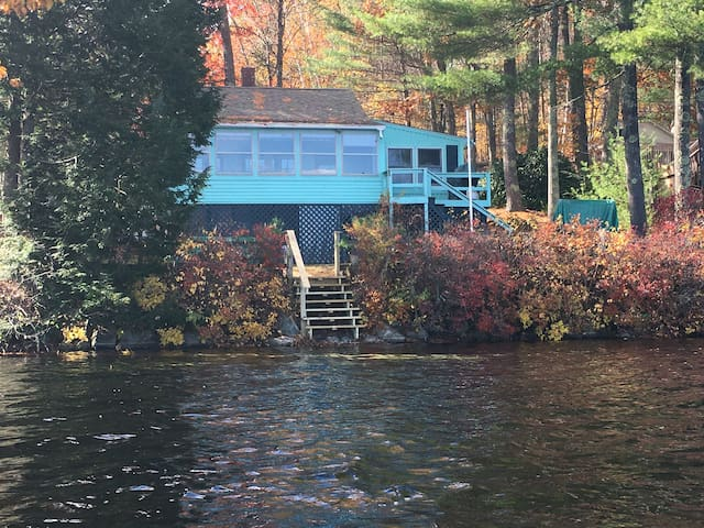 Cottage on the lake! Relax & listen to the loons!