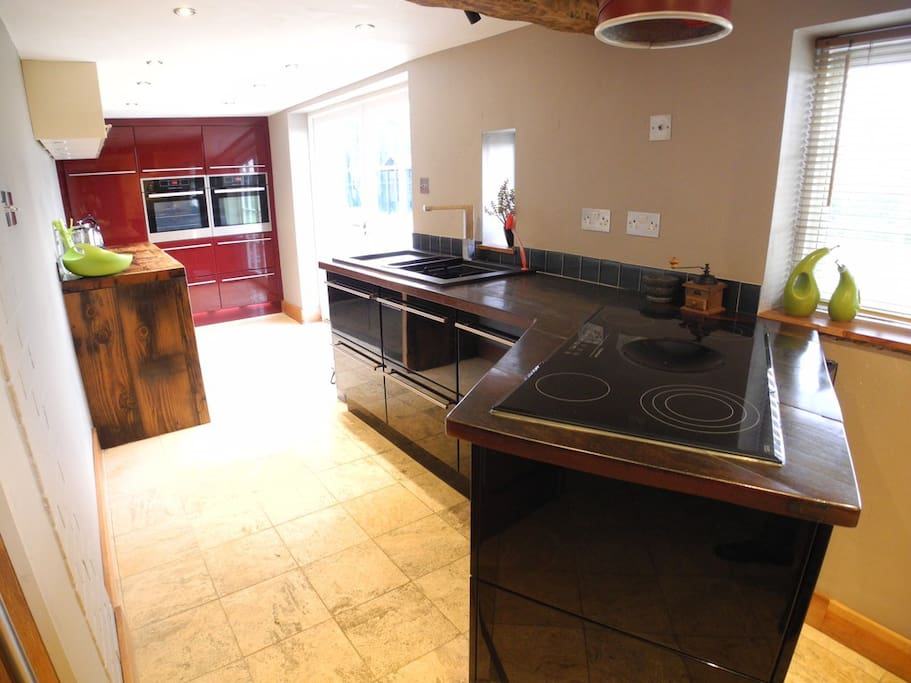 Full service kitchen with loads of preparation space. Kitchen disposes of dual ovens, double sink, hob with extractor fan, kettle and dishwasher.