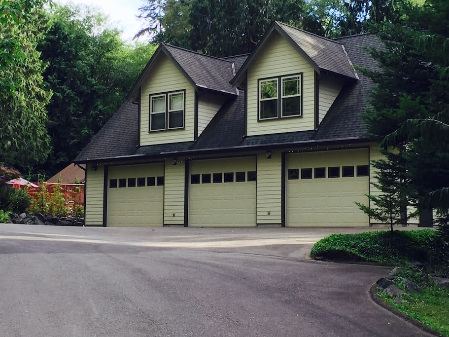 The apartment is located above this large garage we use to store boats and other large items. If you wish to bring small rowboats, kayaks, bikes, motorcycles, ATVs, etc. you can store them here!