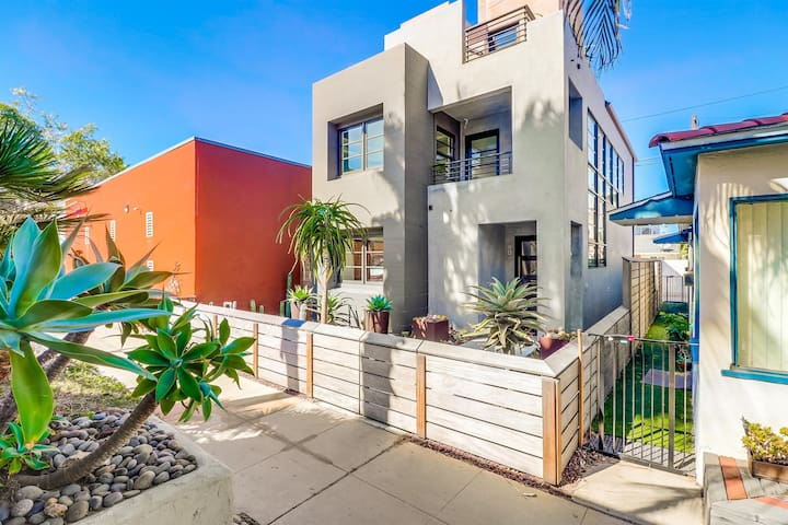 Beautiful contemporary home in the heart of Mission Beach! Roof-top view patio + high end finishes!